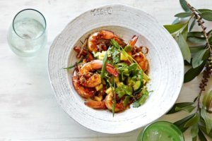 barbecued-honey-prawns-with-pineapple-salad-29947_l